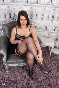 Hot British MILF showing off her steamy body